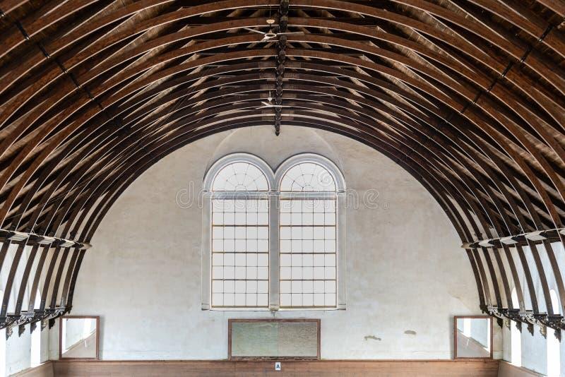 Красивая конструкция крыши с изогнутыми сводами стоковое изображение rf