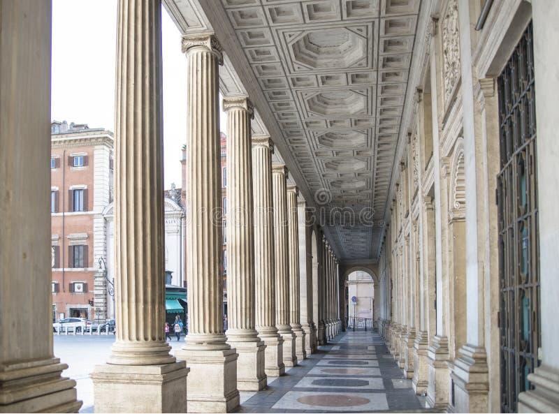 Красивая колоннада Рима стоковое изображение rf