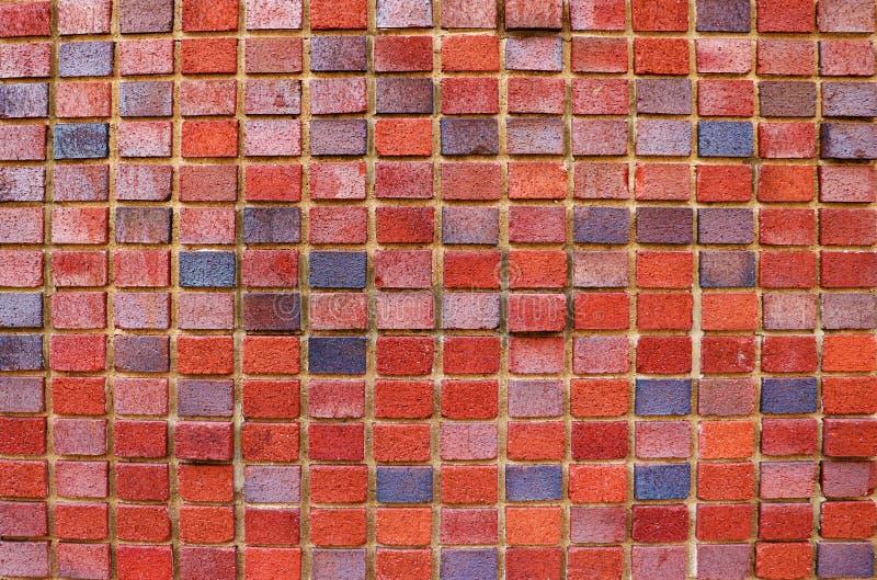 Красивая красная кирпичная стена офисного здания стоковое изображение rf