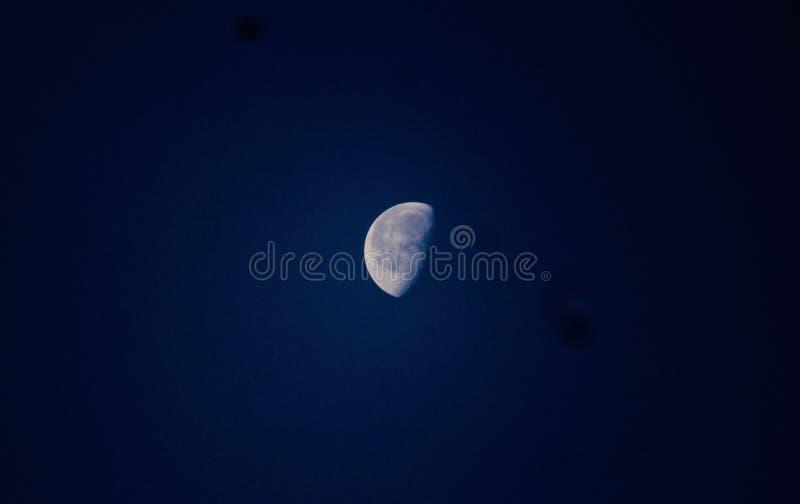 Красивая луна в небе стоковое фото rf