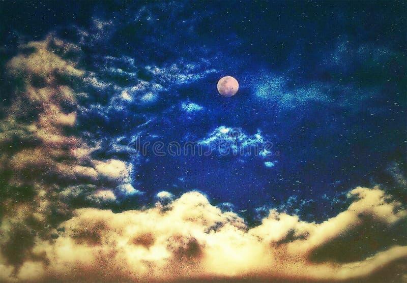 Красивая луна среди облаков в небе бесплатная иллюстрация