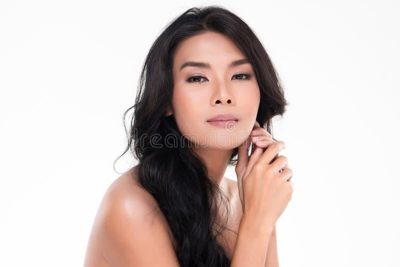Красивая молодая азиатская женщина с чистой свежей кожей стоковые изображения