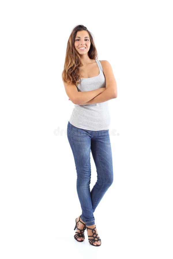 Красивая модельная женщина представляя стоять стоковое изображение rf