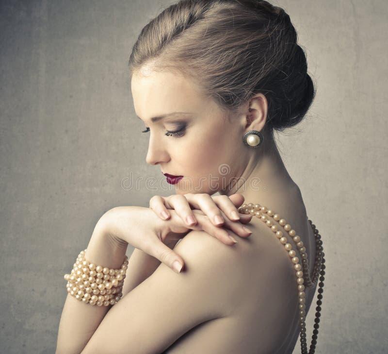 Красивая молодая женщина стоковые фотографии rf