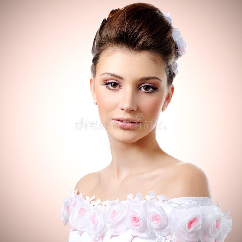 Красивая молодая невеста стоковое фото rf