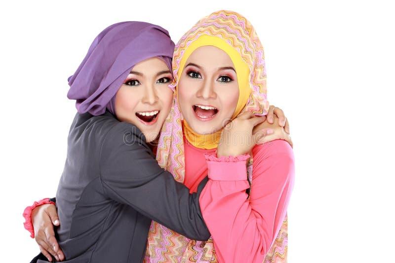 Download Красивая мусульманская женщина 2 имея потеху совместно Стоковое Изображение - изображение насчитывающей мусульманство, пары: 37928983