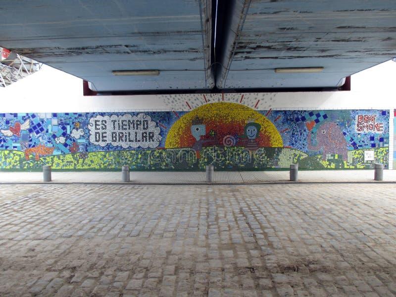 Красивая настенная роспись под железнодорожным мостом по соседству Палермо Буэноса-Айрес Аргентины стоковая фотография rf