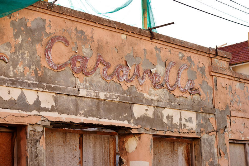 Download Красивая надпись на фасаде старого Стоковое Изображение - изображение насчитывающей landmark, пальто: 37931927
