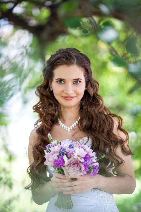 Красивая невеста стоковые изображения