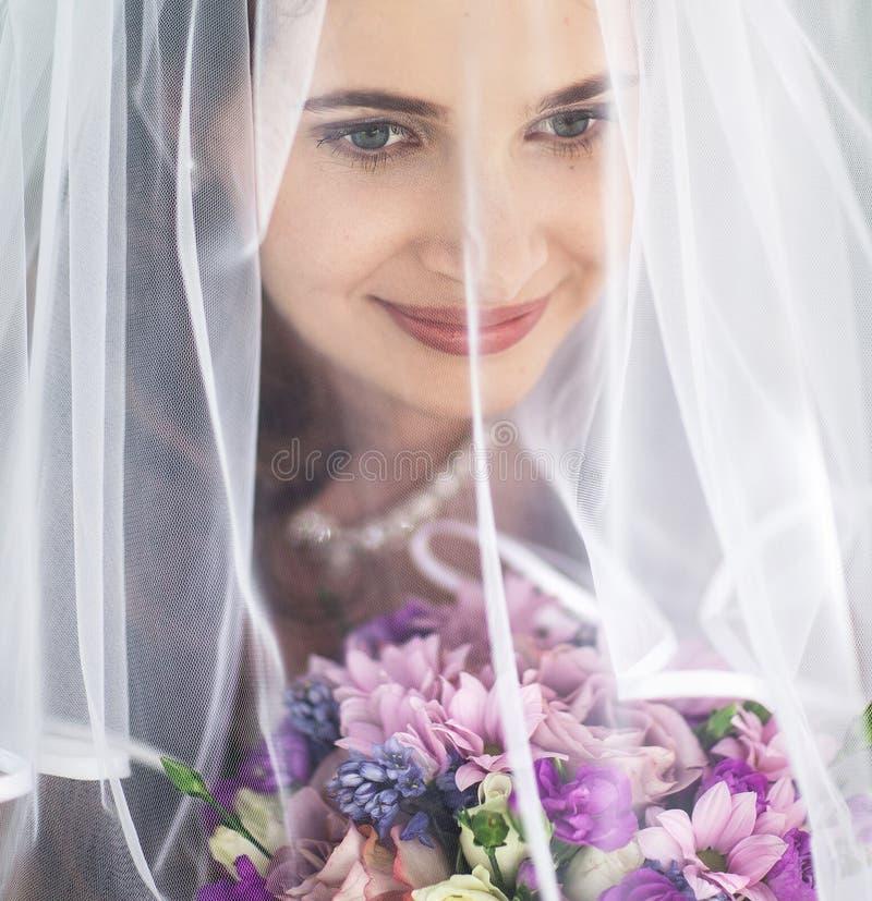 Красивая невеста стоковое изображение