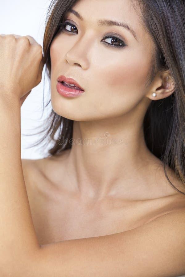 Красивая обнажённая азиатская китайская девушка женщины стоковые изображения rf
