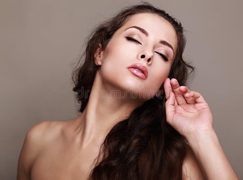 Красивая обольстительная модель женщины состава стоковое фото rf