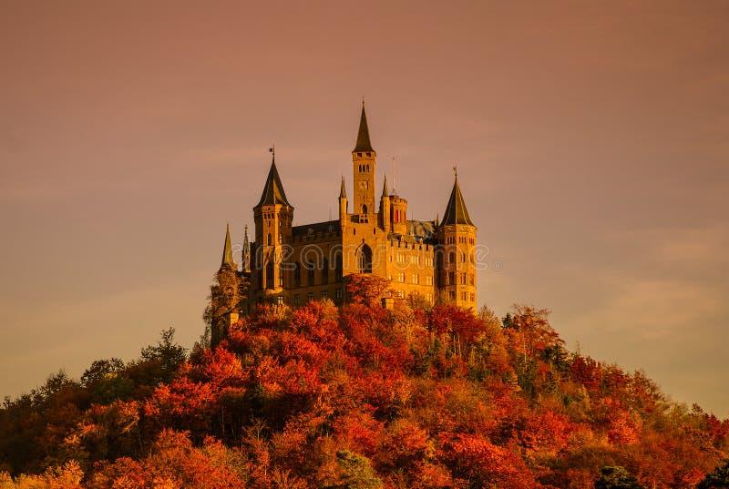 Красивая осень в замке Hohenzollern и вокруг, Германия стоковое фото rf