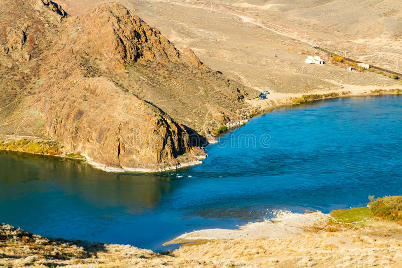 Красивая панорама горы казаха и озера Ili, Казахстана. стоковое фото rf