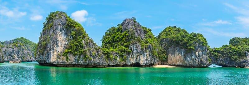 Красивая панорама залива Halong стоковое изображение