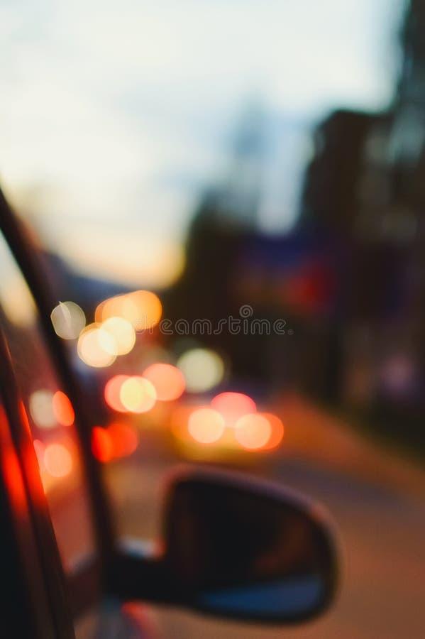 Красивая предпосылка на темноте, из фокуса освещает ночью стоковые изображения rf