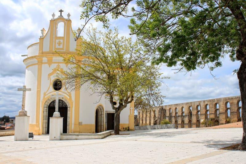 Красивая привлекательно старомодный церковь в Elvas стоковое фото
