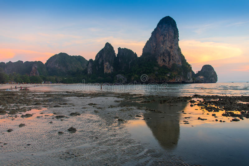 Красивая природа Таиланда Остров Жамес Бонд отражает в воде около Пхукета стоковое изображение rf