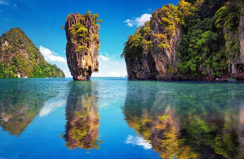 Красивая природа Таиланда Отражение острова Жамес Бонд стоковое изображение