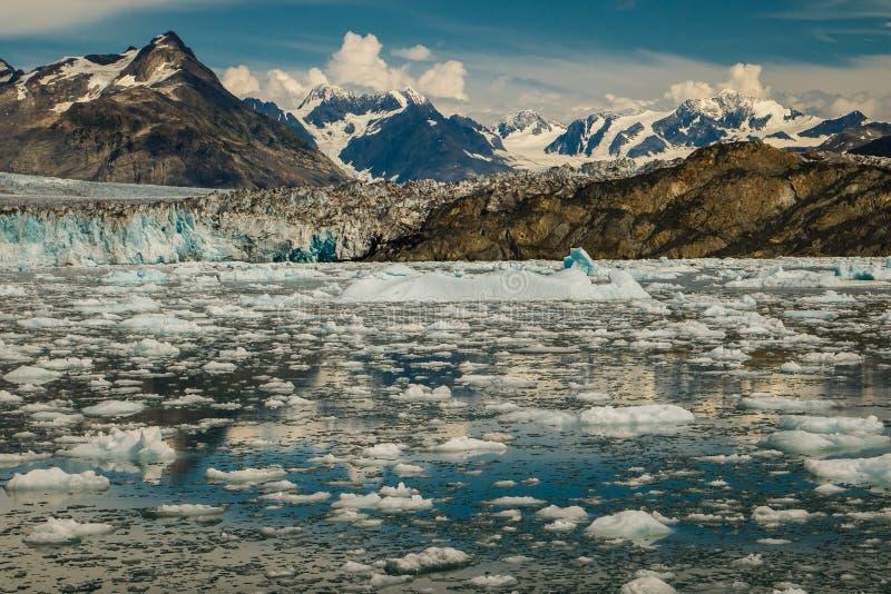Красивая прогулка на яхте в Prince William Sound в Аляске стоковая фотография