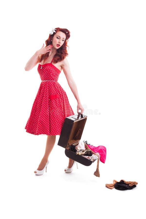 Красивая ретро девушка штыря-вверх с красным платьем точки польки стоковое фото rf