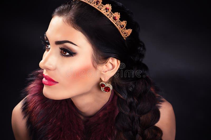 Красивая роскошная принцесса в diadem стоковые фотографии rf