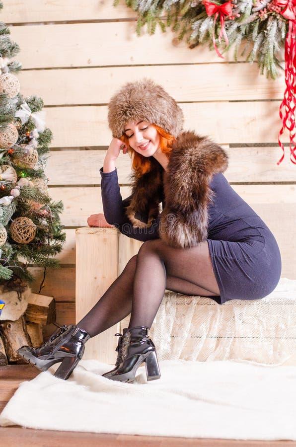 Красивая сексуальная девушка redhead в Новом Годе стоковое изображение rf