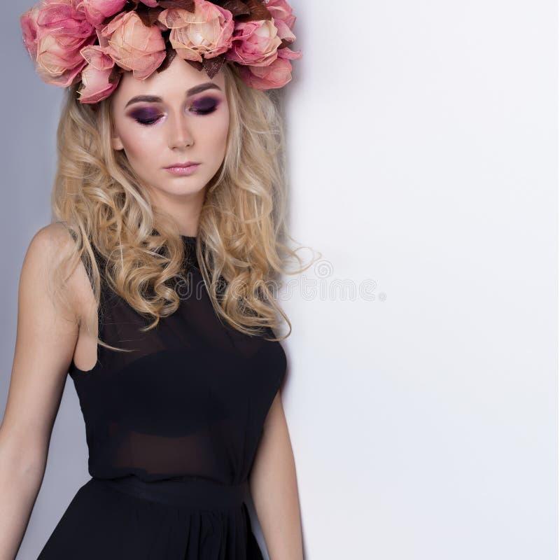 Сексуальная милая блондинка