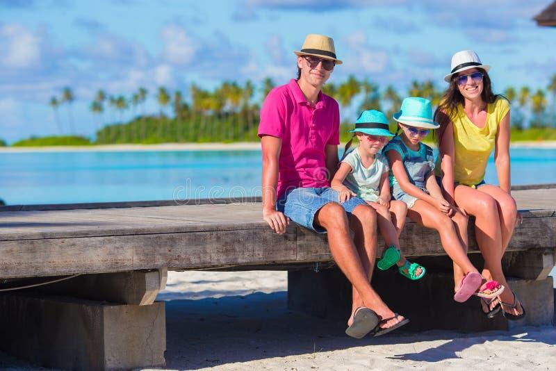 Красивая семья на летних каникулах стоковая фотография rf