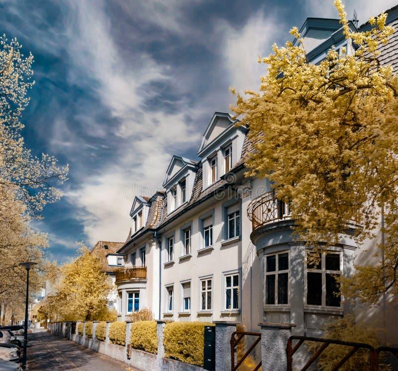 Красивая спокойная улица в страсбурге, ультракрасном взгляде стоковая фотография