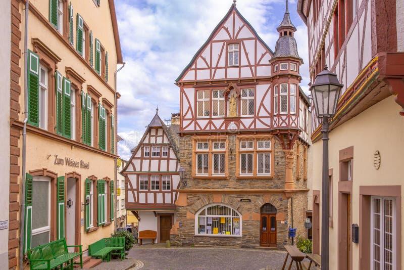 Красивая старая жилая архитектура в маленьком городе Uerzig стоковая фотография rf