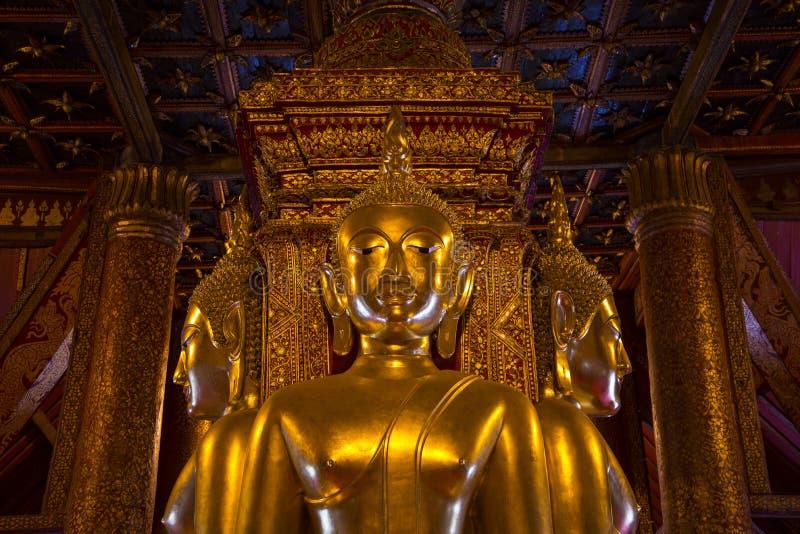 Красивая статуя Будды, минута Wat Phu, Nan, Таиланд стоковое изображение rf