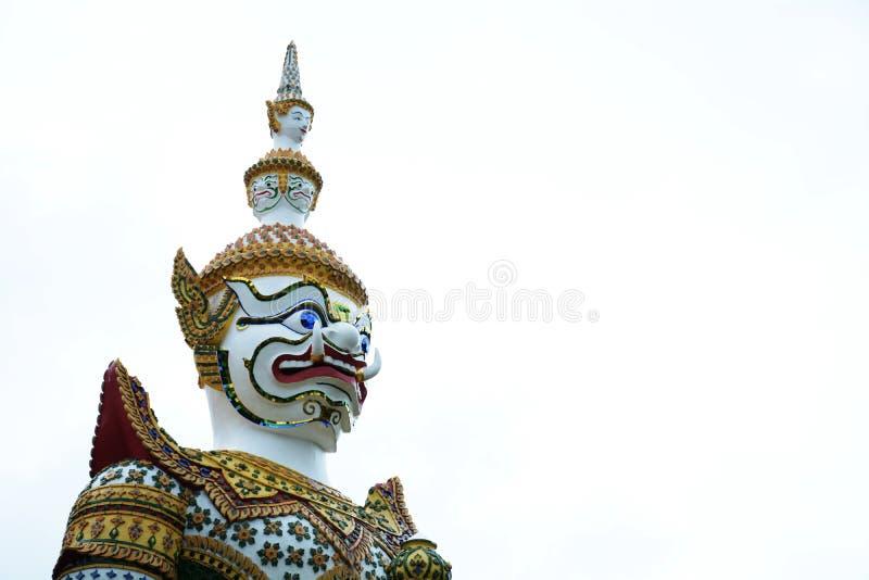 Красивая статуя гиганта на Wat Arun Бангкок Таиланд стоковые фотографии rf