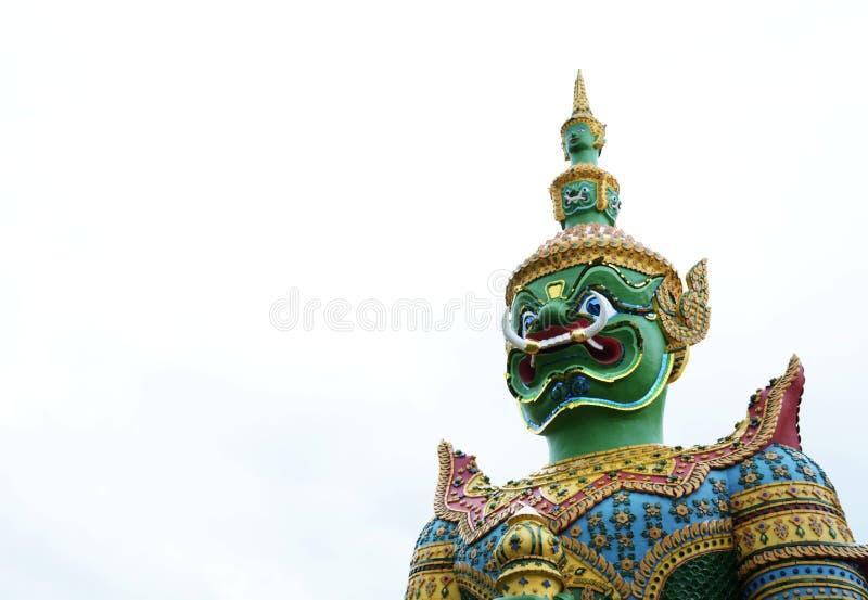 Красивая статуя зеленого гиганта на Wat Arun Бангкок Таиланд стоковая фотография