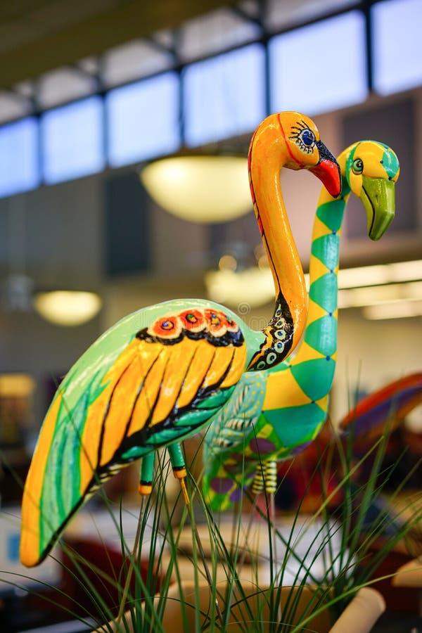 Красивая статуя фламинго стоковые фотографии rf