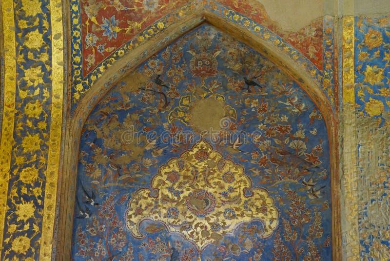 Красивая стена дворца Chehel Sotoun в Isfahan, Иране стоковые фотографии rf