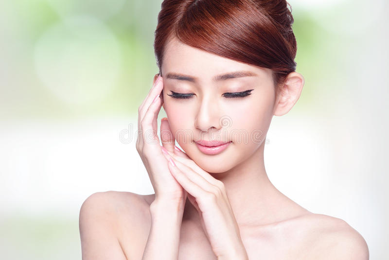 Красивая сторона женщины заботы кожи стоковое изображение rf