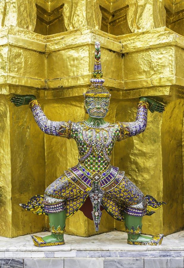 Красивая тайская гигантская скульптура стоковое фото