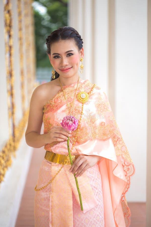 Красивая традиционная тайская одежда стоковые изображения