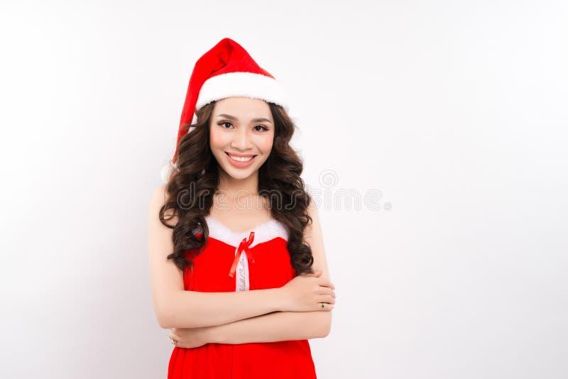 Красивая усмехаясь женская азиатская модельная шляпа santa носки стоковое изображение rf