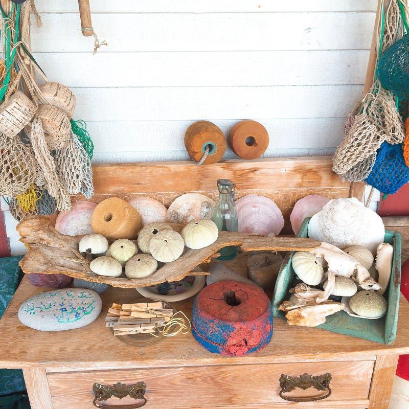 Красивая установка в таблице пляжного домика стоковое фото rf