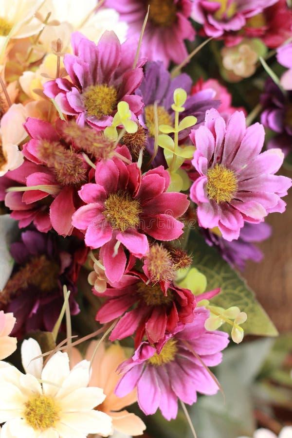 Download Красивая хризантема искусственных цветков Стоковое Изображение - изображение насчитывающей сад, флористическо: 37926033