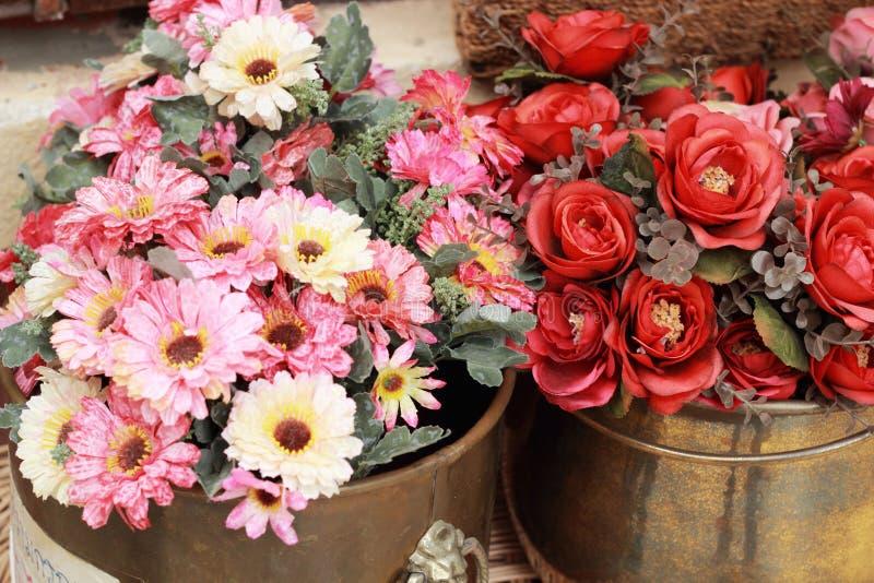 Download Красивая хризантема искусственных цветков Стоковое Фото - изображение насчитывающей элемент, бобра: 37926066