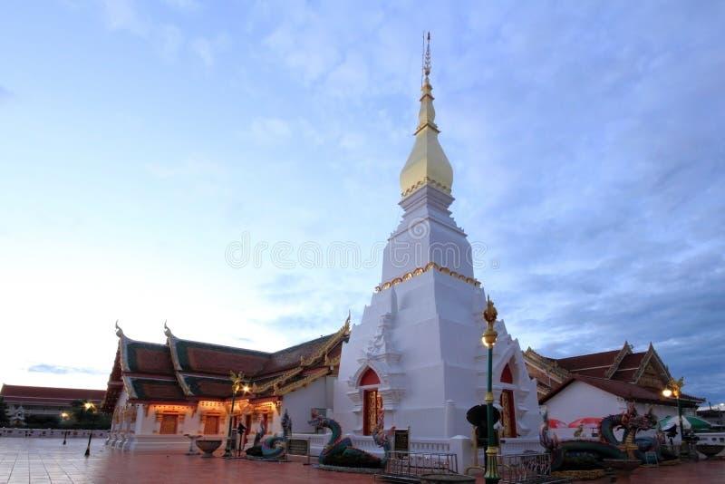 Красивая церковь и белая пагода стоковая фотография rf
