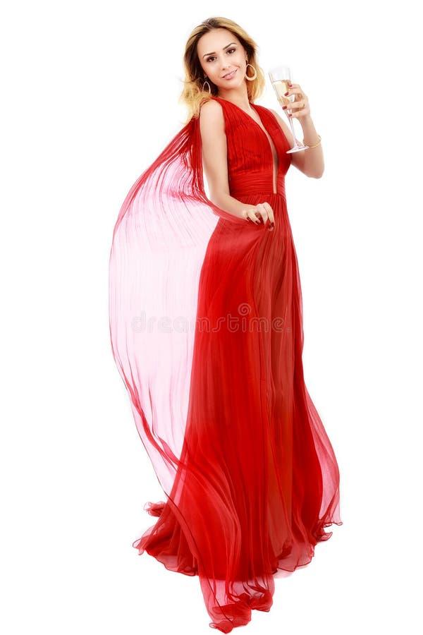 Красивая элегантная женщина в красном платье с стеклом шампанского c стоковое фото rf