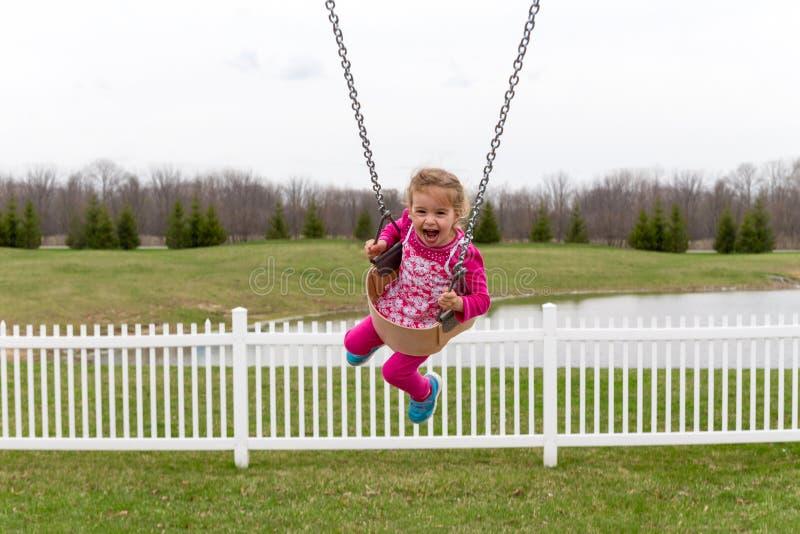 Download Красивая Excited маленькая девочка на качании Стоковое Фото - изображение насчитывающей малыш, laughing: 40587558