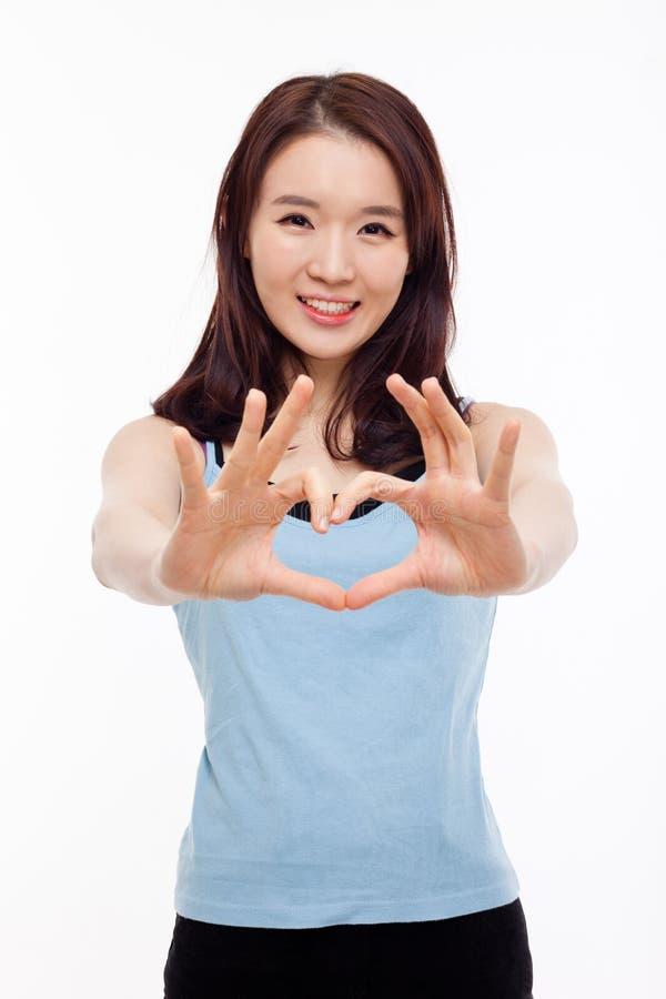 Красивейшая азиатская вскользь форма сердца выставки женщины. стоковое изображение