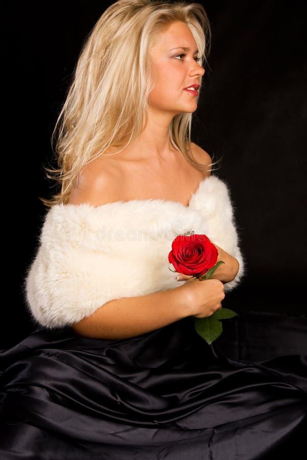Download красивейшая белизна портрета девушки горжетки Стоковое Изображение - изображение насчитывающей очарование, drapery: 6855665