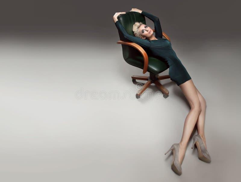 красивейшая белокурая девушка стоковое фото rf
