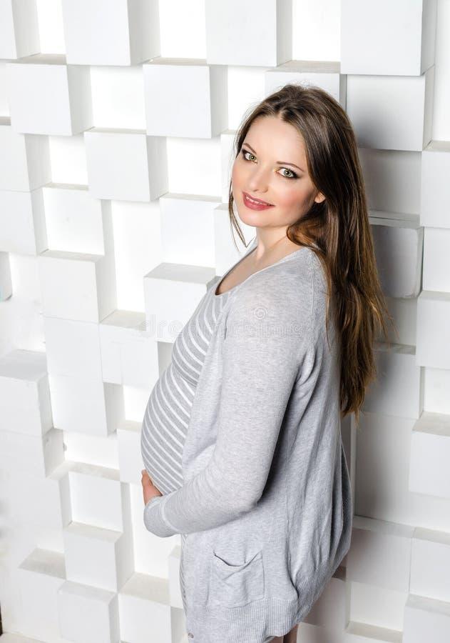 красивейшая беременная женщина стоковое фото rf